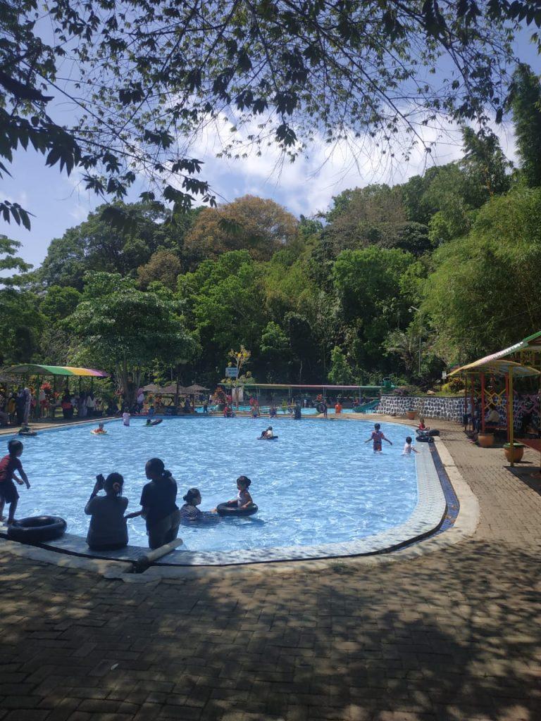 kolam renang kawasan wisata boon pring
